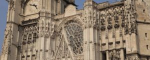 Cathedrale st Pierre et st Paul à TROYES détaille haut du portail central après restauration