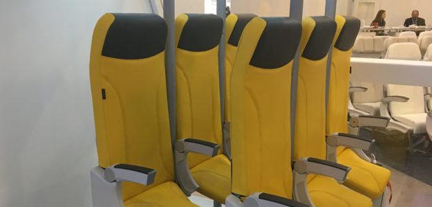 voyage sièges debout dans un avion