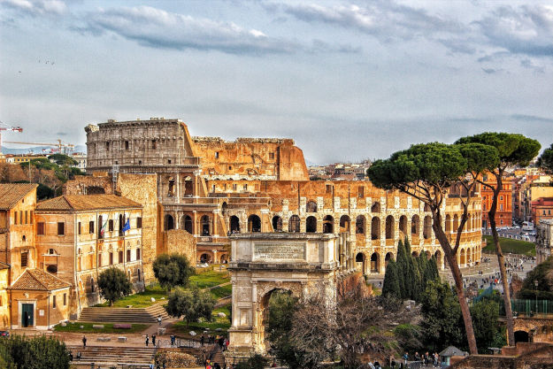 Enjoy your days in Rome, breathe the atmosphere of the ancient history
