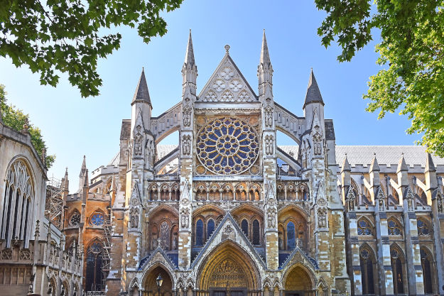 Westminster Abbey is one of the sighseeing places in London for visitors
