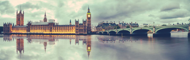 London, view of Houses of Parliament, Big Ben and Westminster Bridge